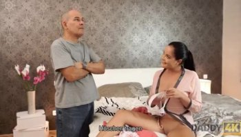 Lola Venom does her ebony pussy with a dildo